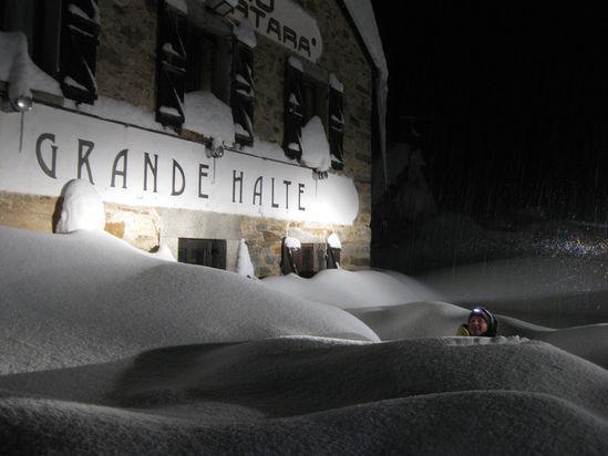 """Grande Halte """"Città di Mortara"""" Hut - Alagna Valsesia"""