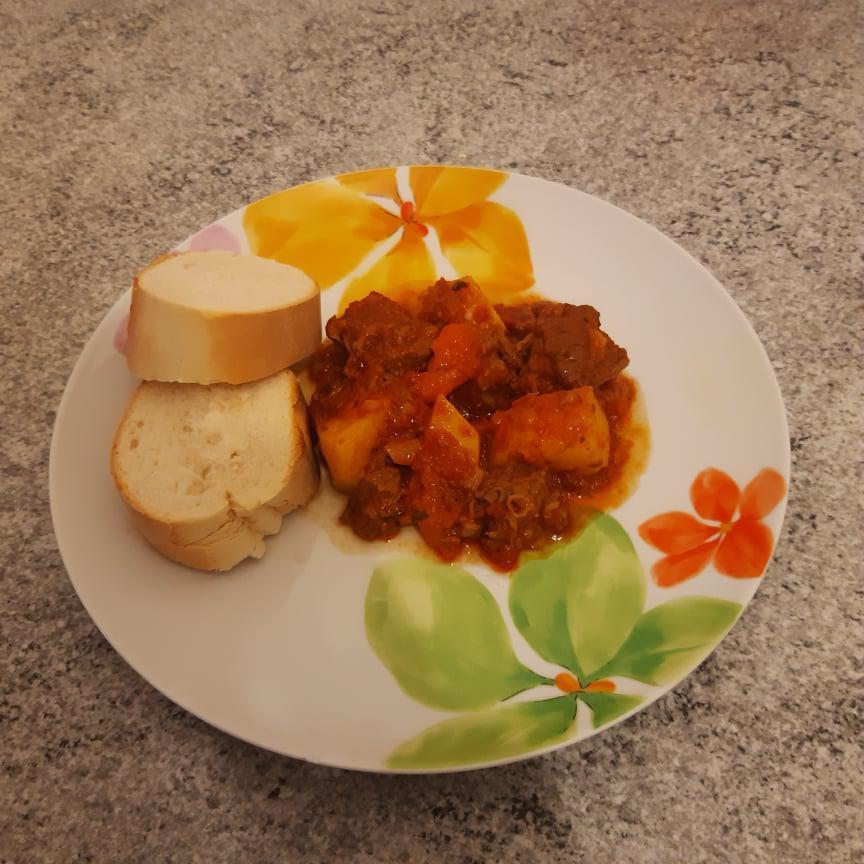 Carne stufata con patate