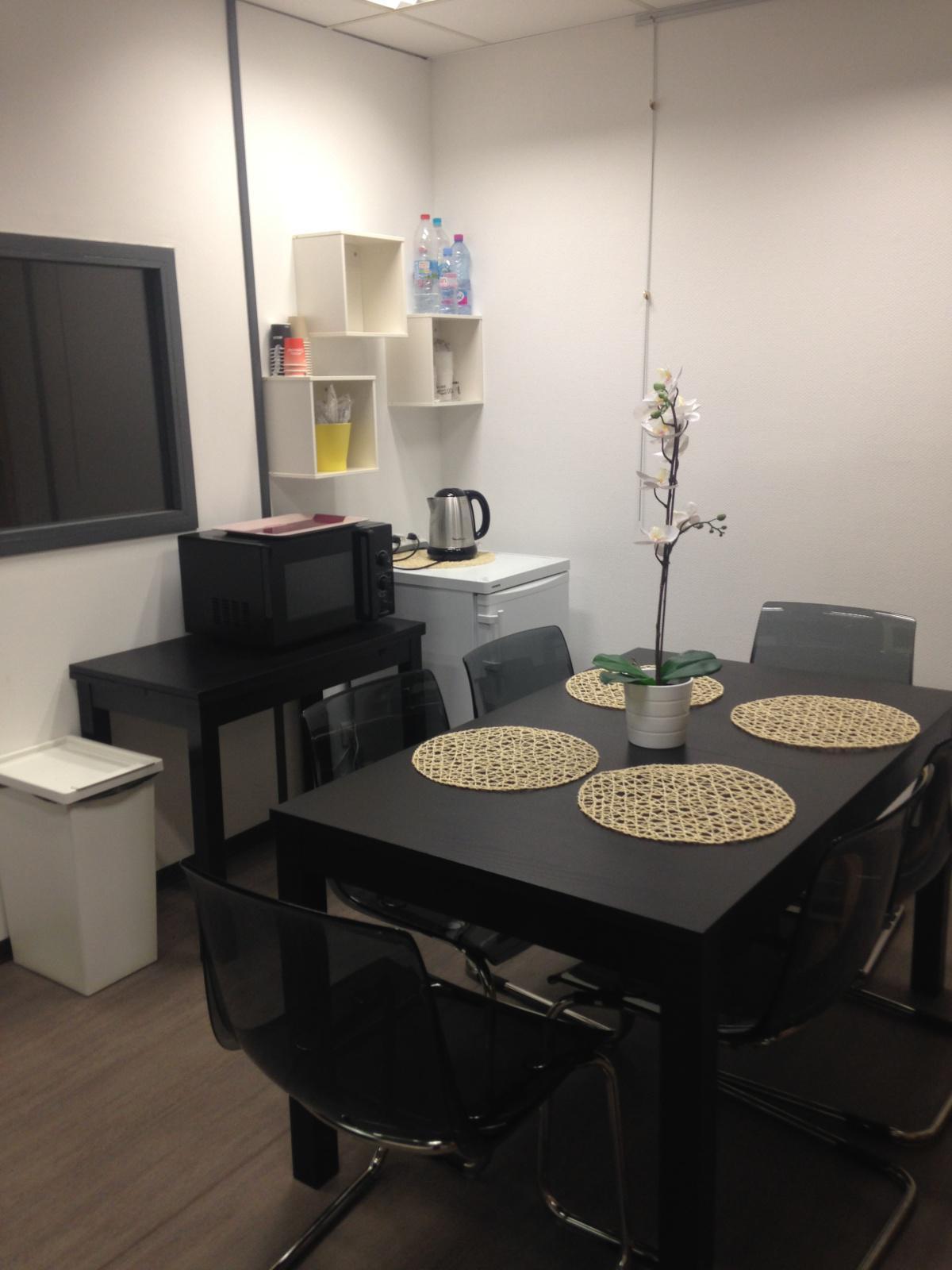 AEROPORT DE MARSEILLE : une salle de d'attente pour les malades
