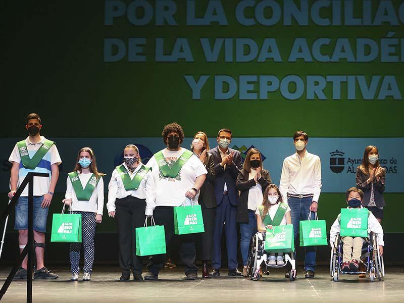Las 100 Becas FUNDAL se entregan en Alcobendas con la atleta olímpica Azucena Díaz como madrina