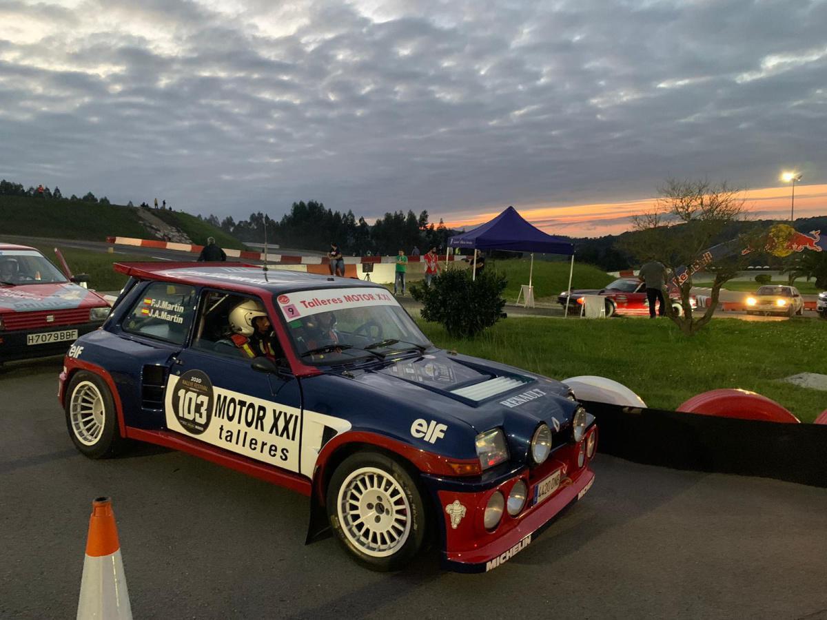 Espectáculo nocturno en la jornada inicial del Rallye Festival Hoznayo