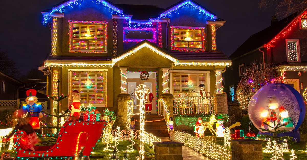 Con Edison Reminds Us to Light Up the Holidays Safely & Efficiently