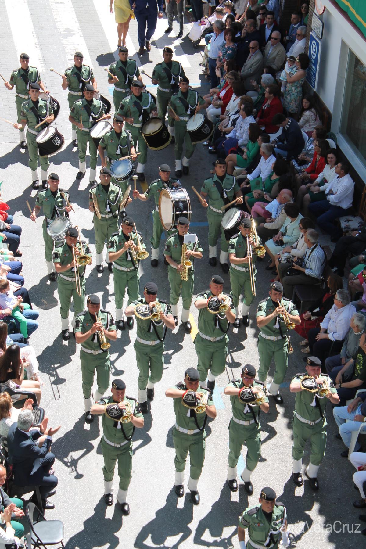 La plena felicidad. 3 de mayo, desfile de bandas.