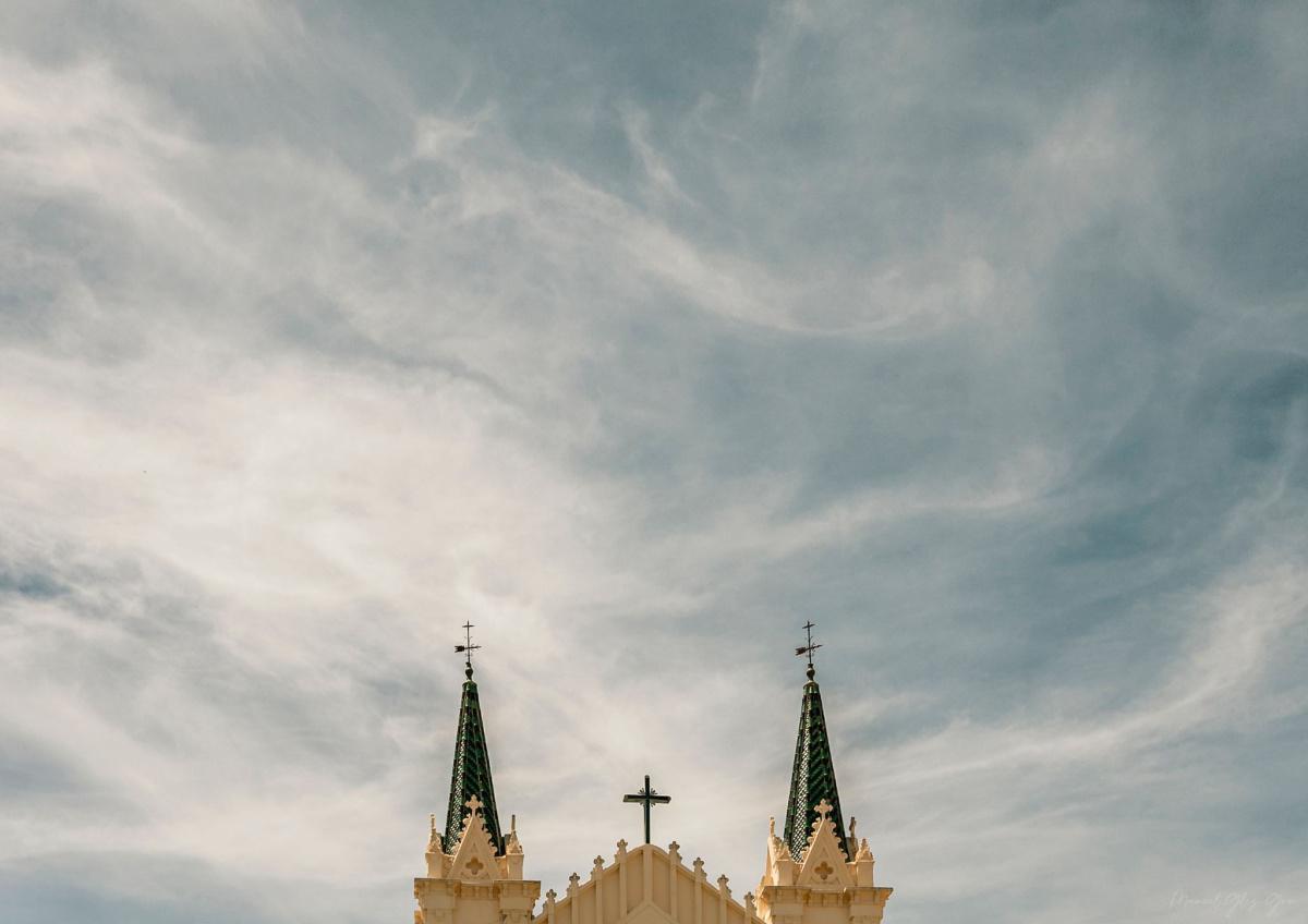 Las torres del Convento se elevan sobre el cielo de mayo.