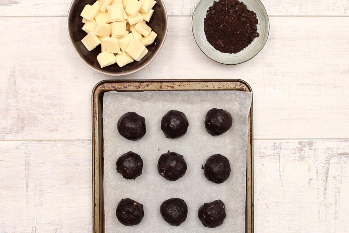 Confinement Recipe #6: Turn your Oreo into delightfully rich truffle balls!