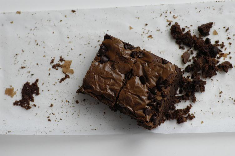 Confinement Recipe #13: A slice of brownie with custard cream?😍🍫