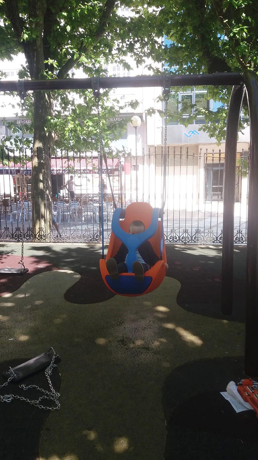 O Concello de Noia instala os primeiros xogos inclusivos nos parques infantís da Alameda e de San Lázaro