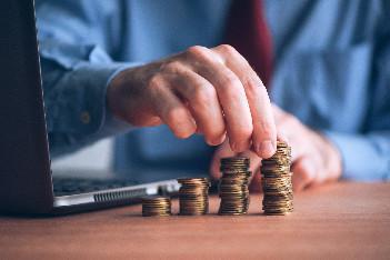 Qu'est ce qu'une clause de RDV en politique salariale ?