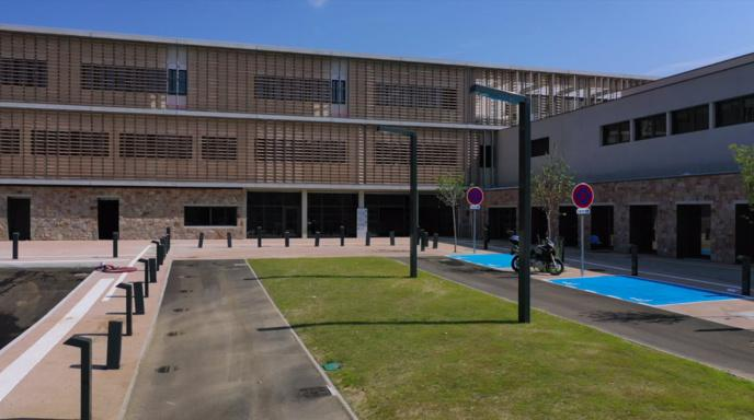 Inauguration du collège du Stilettu