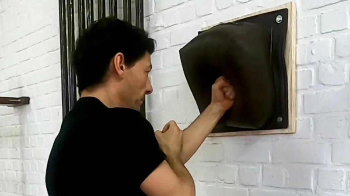 8 exercices au sac mural pour développer votre Force de Frappe !