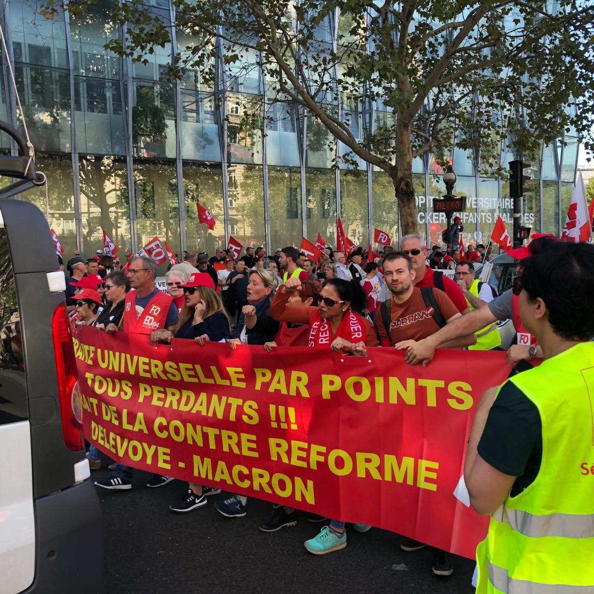 Manifestation contre la réforme des retraites organisée par FO : 15 000 militants présents.