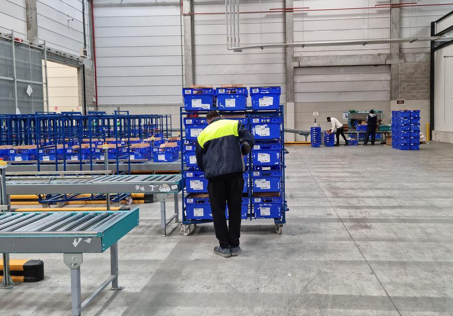 Plongée au cœur d'un entrepôt Carrefour robotisé par la start-up Exotec