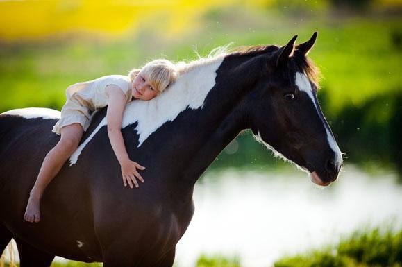 Il bambino e il cavallo: vincere la timidezza con un nuovo grande amico