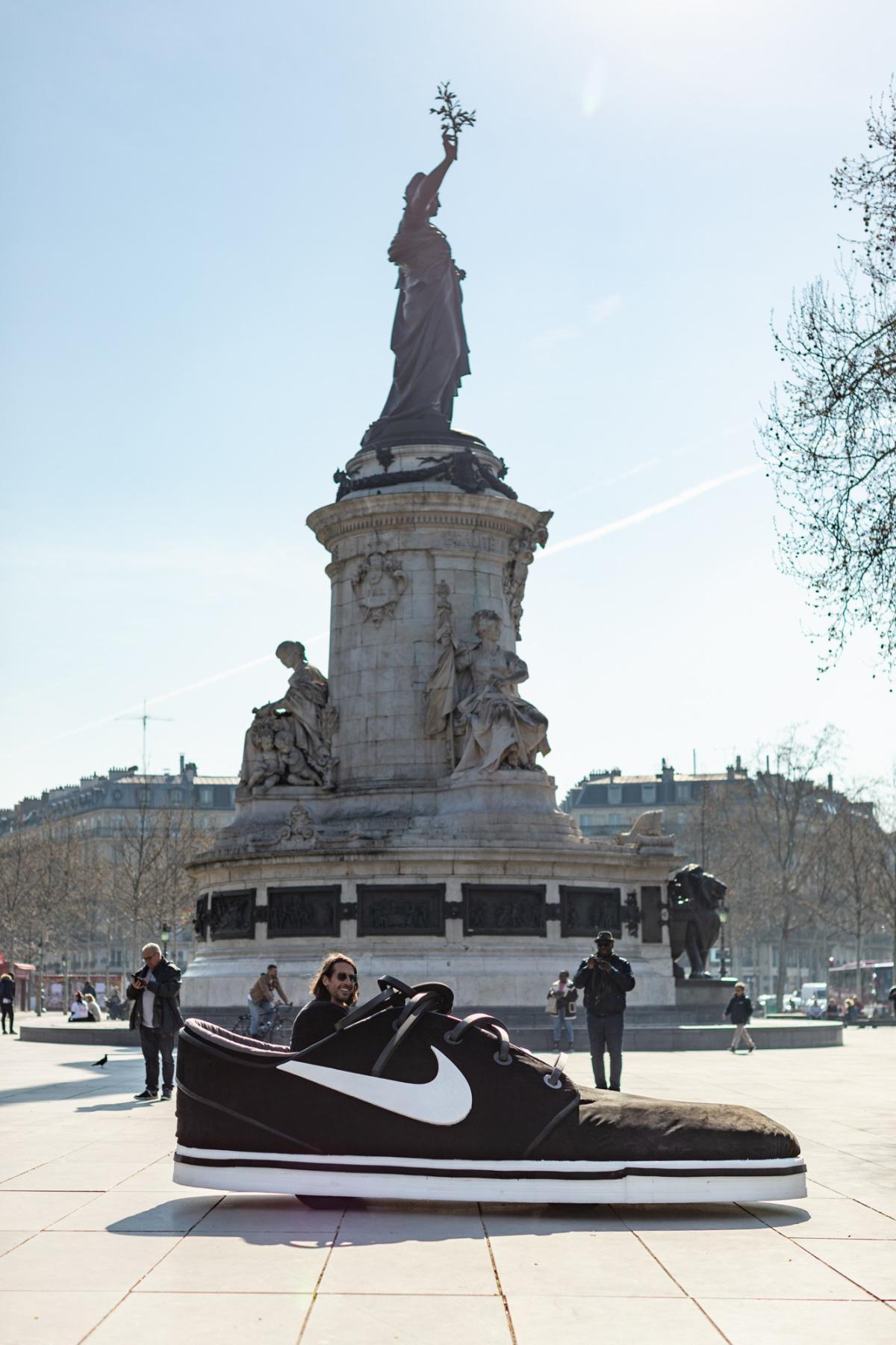 Nike Expose Une Zoom Janoski Géante Dans Paris Pour Fêter Les 10 Ans De La Sneaker