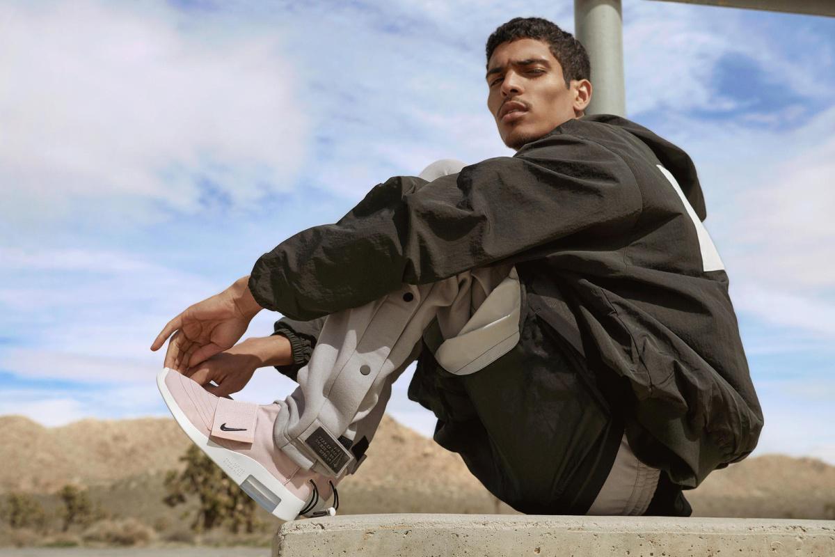 Nike et Fear of God dévoilent une nouvelle sneaker accompagnée d'une collection textile