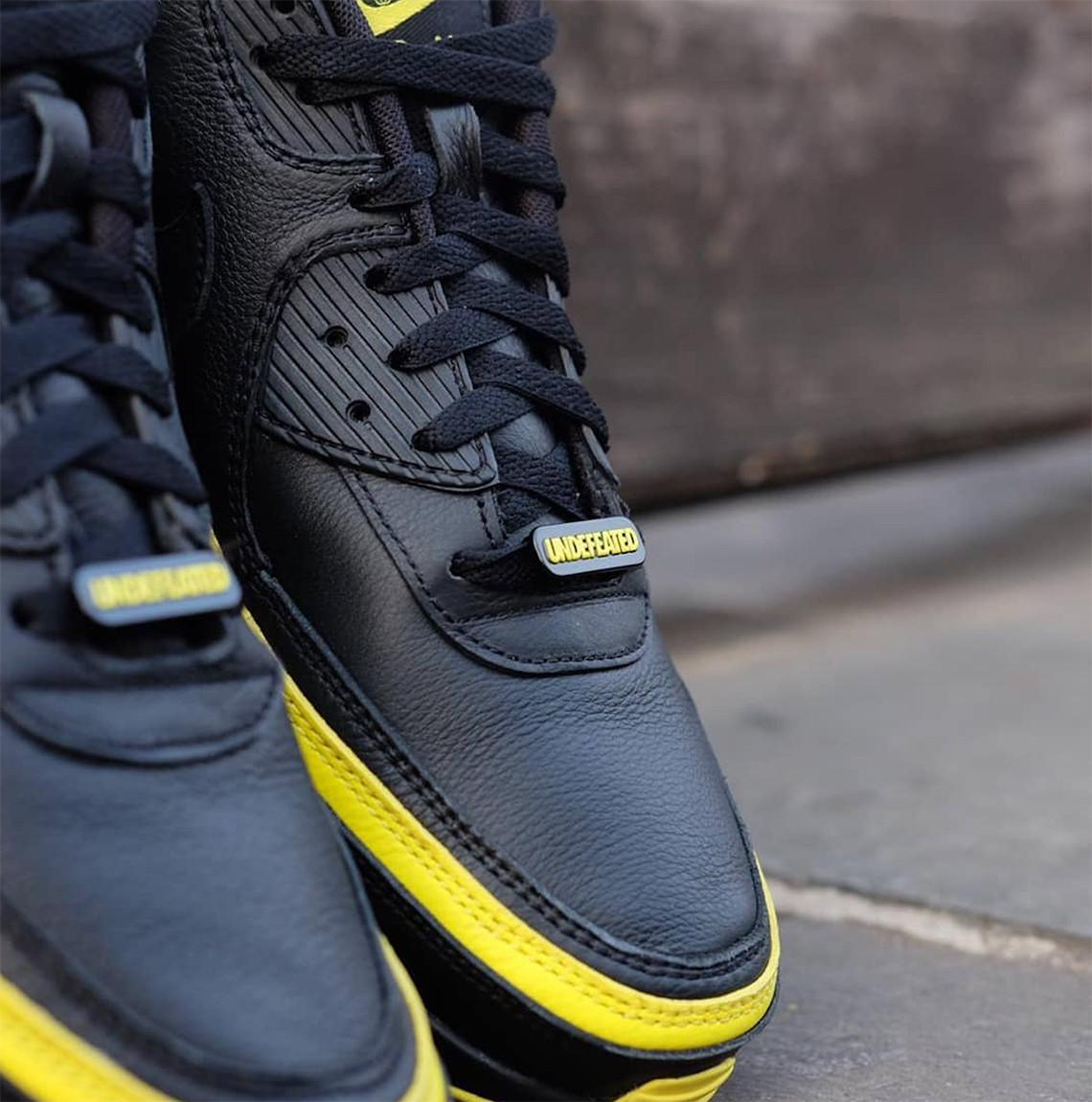 "UNDEFEATED x Nike Air Max 90 ""Optic Yellow"" Set"