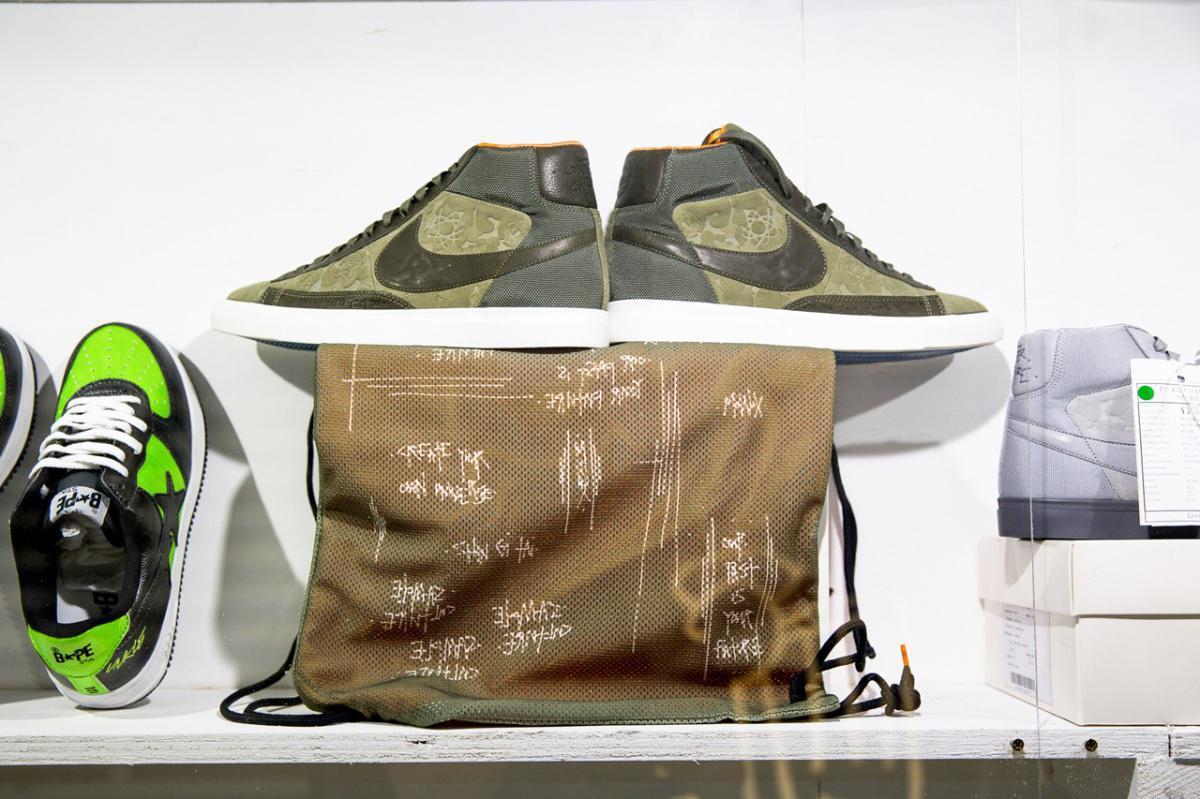 James Lavelle, fondateur de Mo'Wax et de l'UNKLE, partage les rares Collabs Nike SB et BAPE