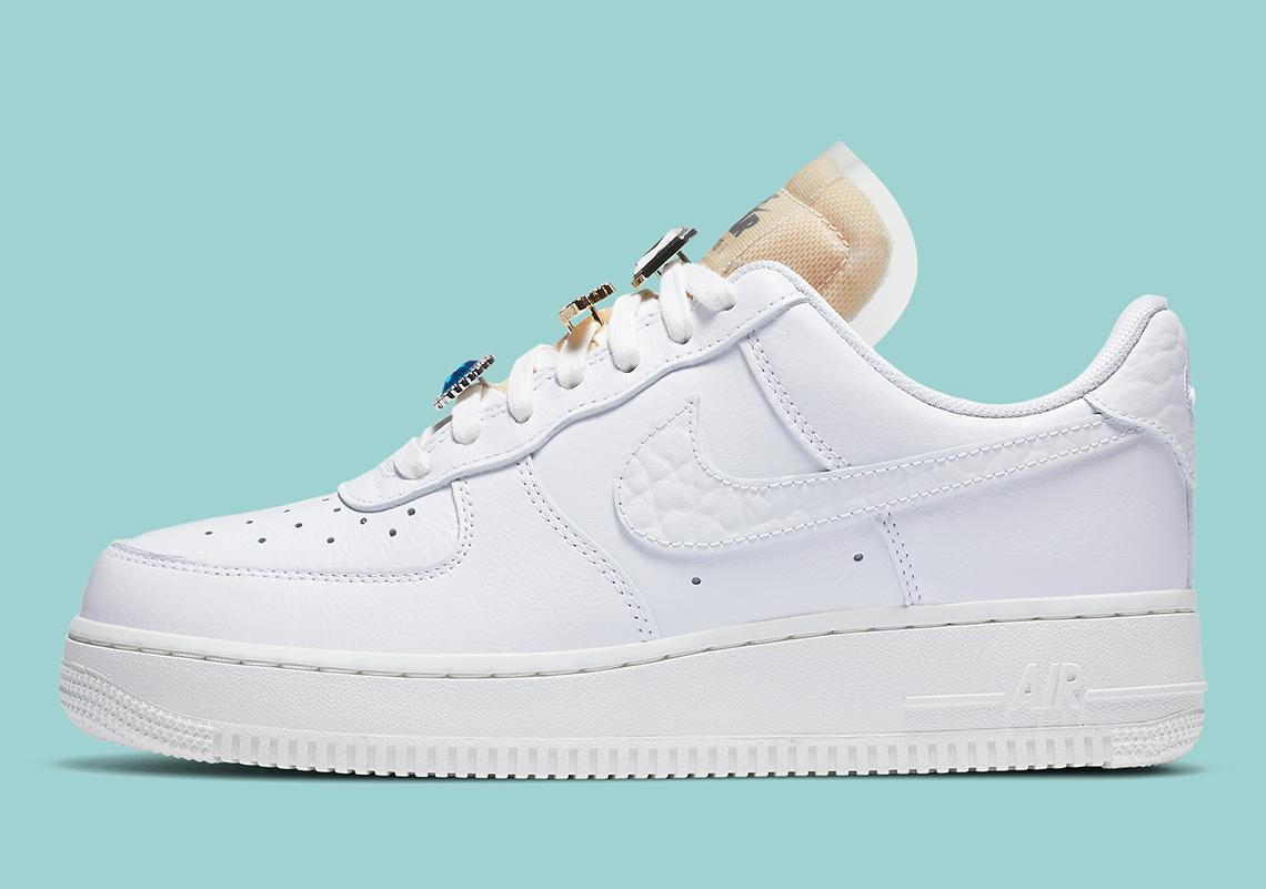 Nike ajoute un peu de Bling à l'air force 1 '07 LX