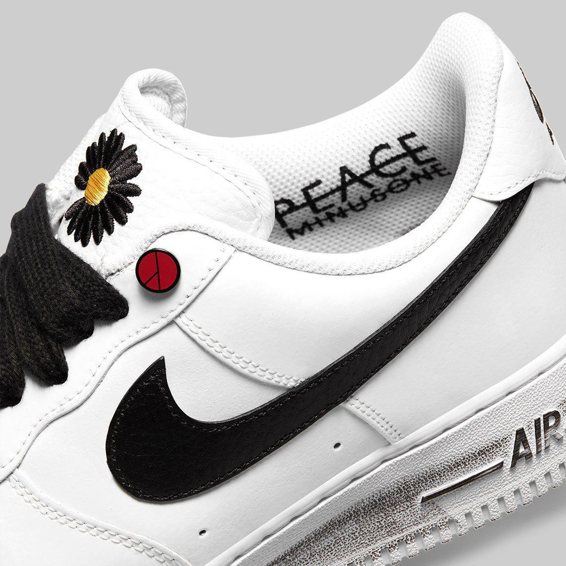 "G-Dragon dévoile une PEACEMINUSONE x Nike Air Force 1 ""Paranoise"" Blanche"