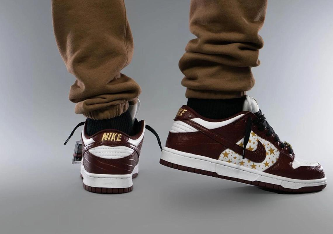 "Supreme x Nike SB Dunk Low ""Barkroot Brown"""
