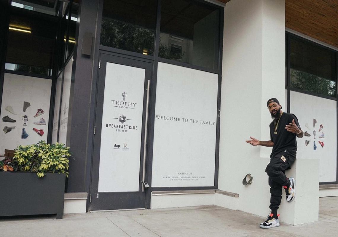 Marcus Jordan annonce une nouvelle collaboration Trophy Room x Air Jordan lors de la réouverture du magasin.