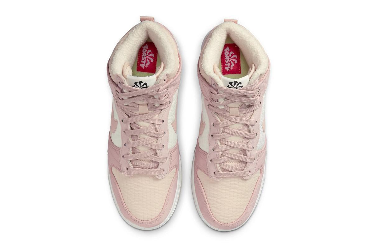 """La Nike Dunk High """"Toasty"""" reçoit un traitement de fleurs de cerisier"""