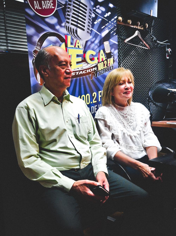 Entrevista de Radio en Arroz con Mango por la Megaestacion 100.2 FM