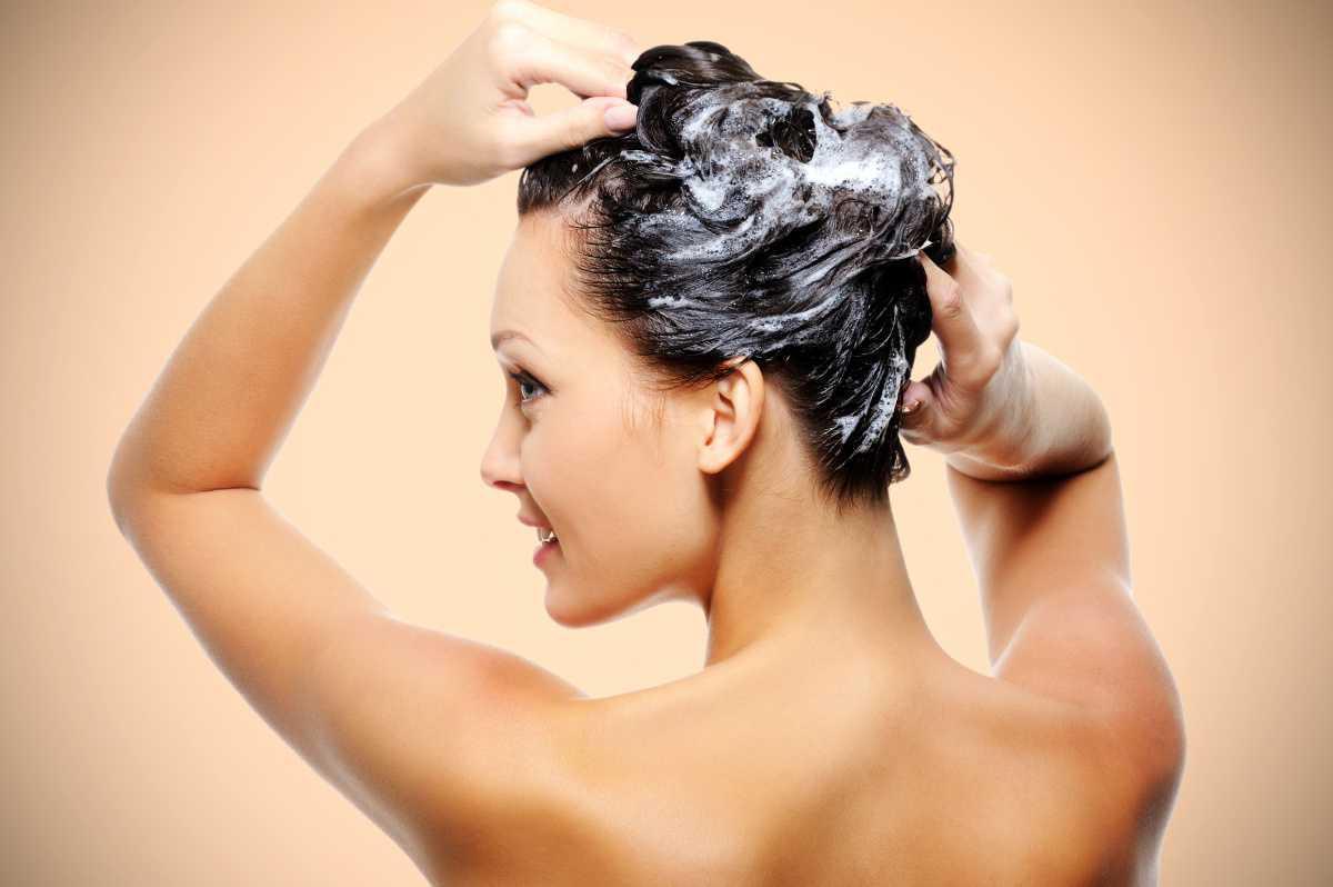 Les gens se lavent mal les cheveux
