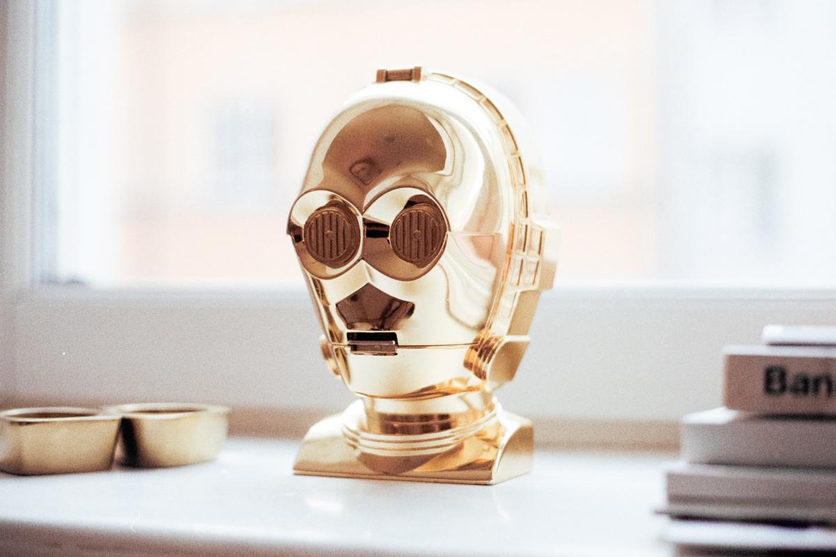 Le regard fixe comme un droïde