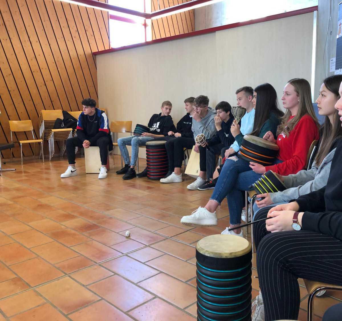 Musikunterricht der SE3b bei Frau Mosele