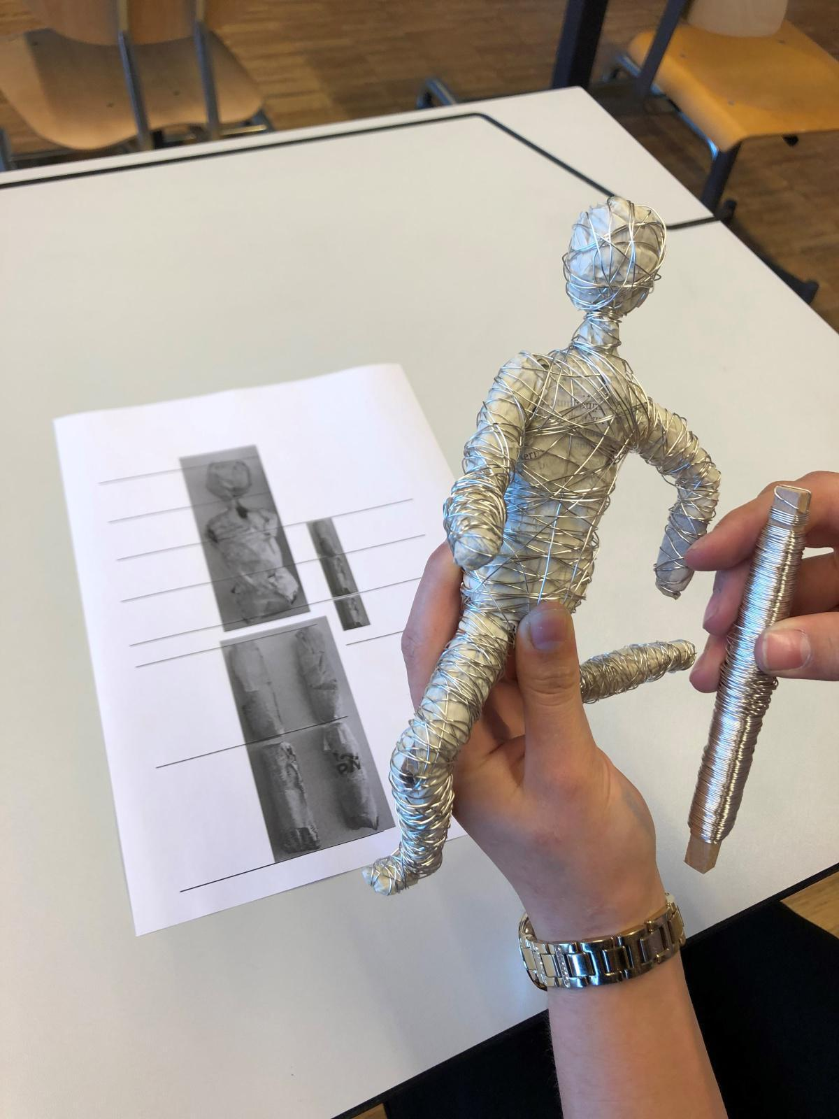 Eindrücke aus dem Bildnerischen Gestalten der 1. Sek B-Klassen