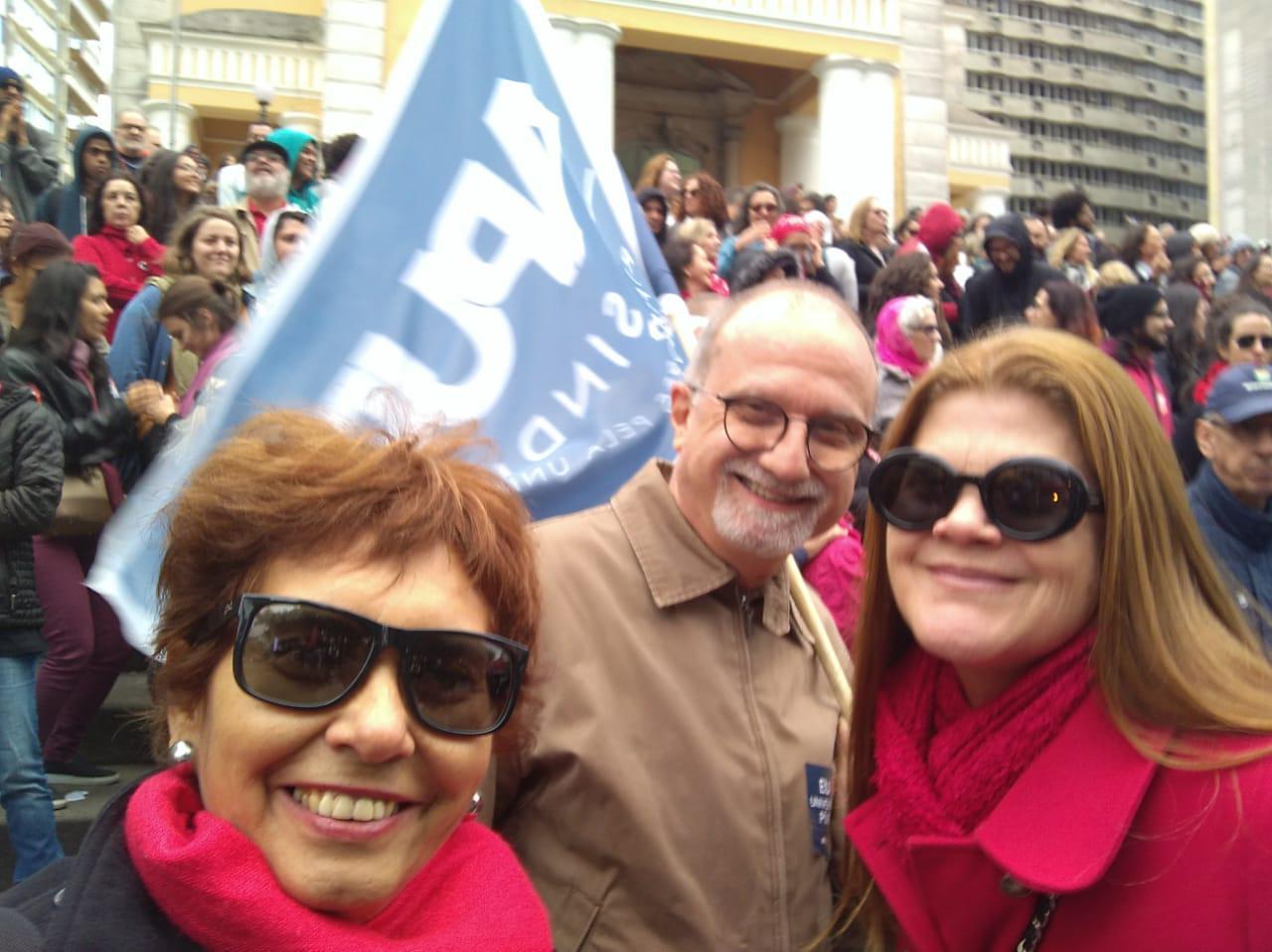Professores Eduardo e Valci marcando presença na manifestação