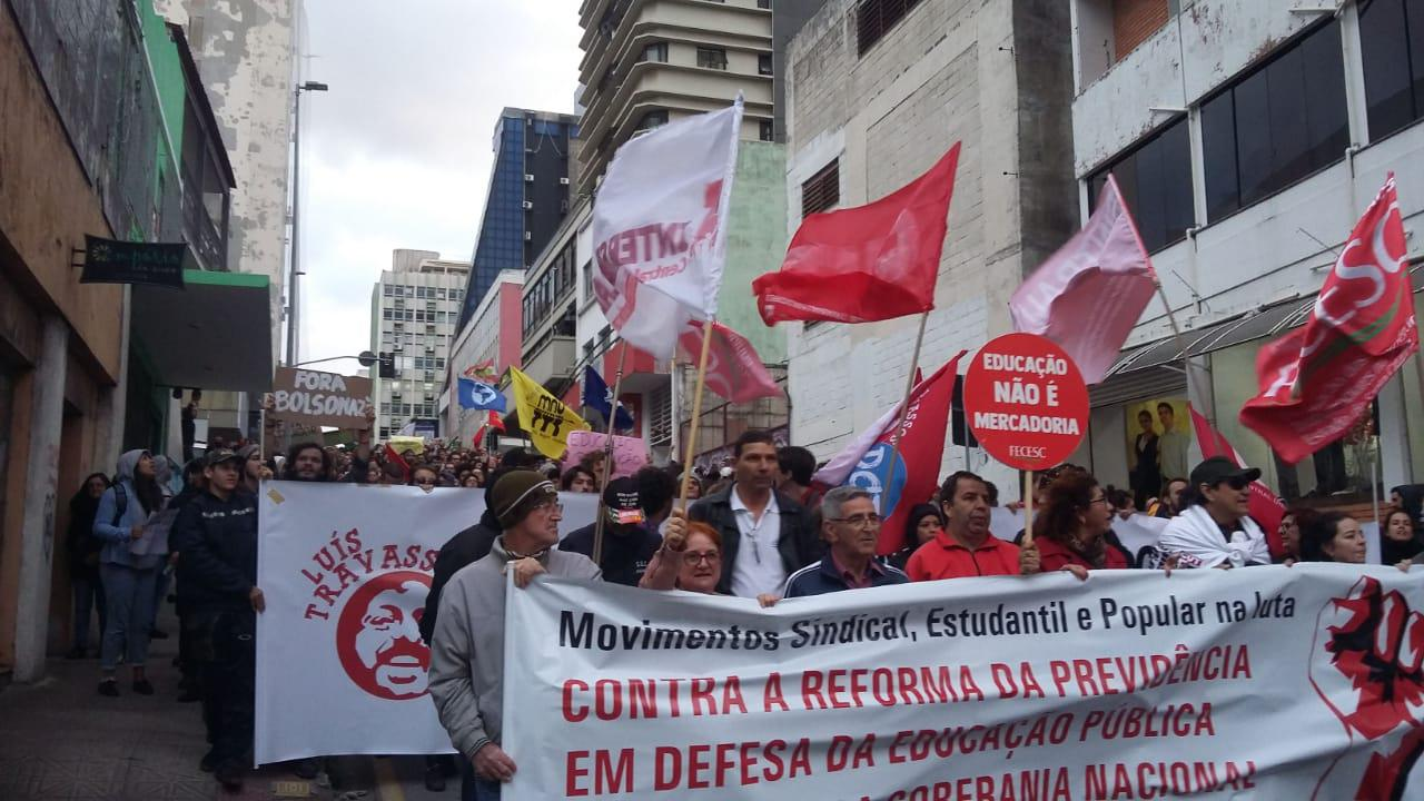 Tenente Silveira repleta de manifestantes