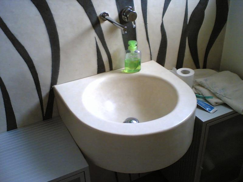 Cocciopesto wall and sink