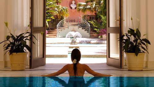 Escapada de 6* Gran Lujo: Vive la Costa del Sol con Spa