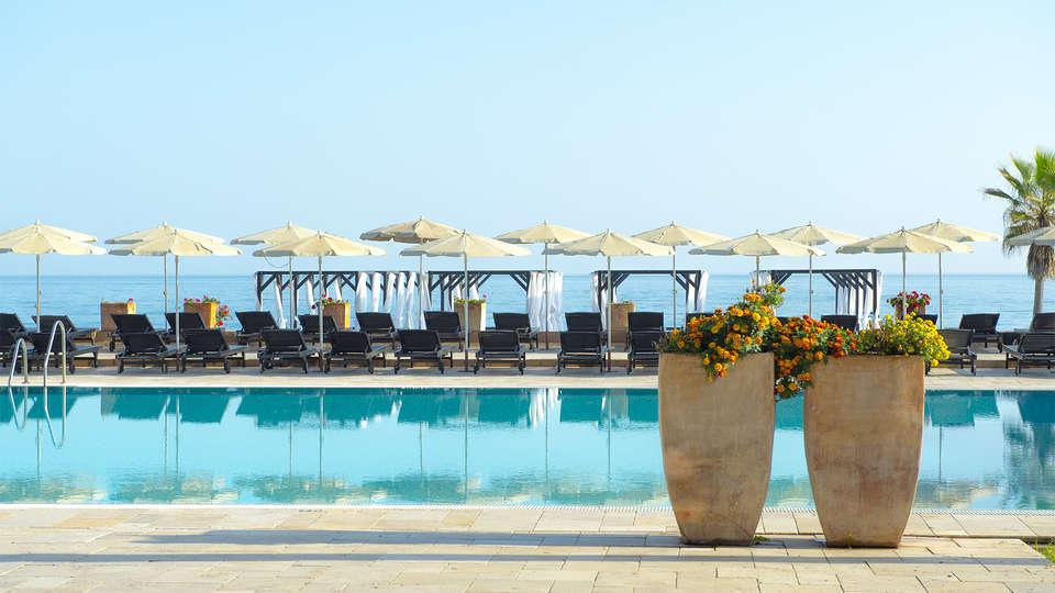 Lujo con upgrade a habitación superior, vistas al mar y spa en Marbella