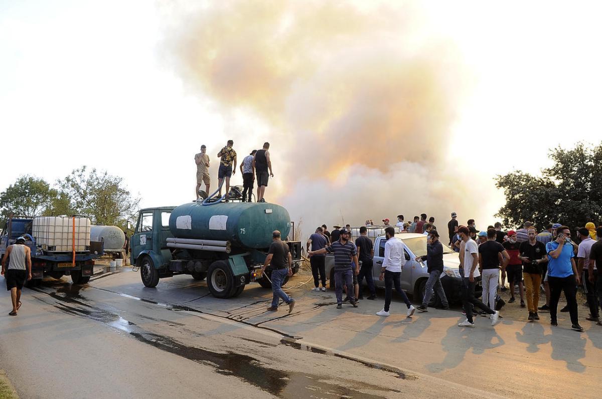 """حرائق الجزائر. العسكر يتهم المغرب و""""شبكة إرهابية"""".. ويغرق في سراب من """"مؤامرات خارجية"""""""