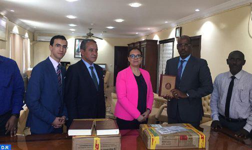 جيبوتي.. المغرب يتبرع بمجموعة من المصاحف وكتب عن الثقافة الإسلامية لمكتبة مسجد أم سلمة