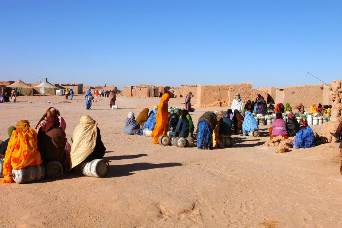 مخيمات تندوف.. المغرب قلق للغاية إزاء نقل البلد المضيف لسلطاته إلى كيان ليس بدولة