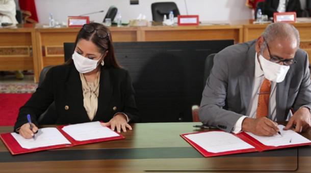 التوقيع بالداخلة على اتفاقيتين لإعداد الميثاق المعماري والنهوض بالجانب البيئي للمدينة