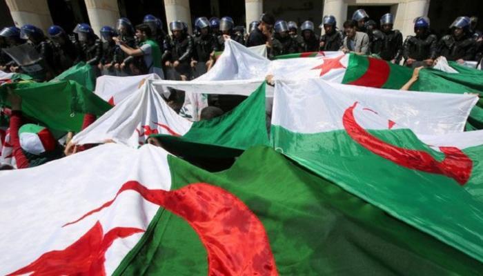 """الوزن الحالي للجزائر في العالم """"منعدم، وتأثيرها ضئيل وقوة مخططاتها المالية فاشلة (وسيلة إعلام)"""