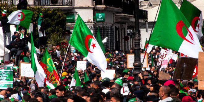 """عشرات المثقفين الجزائريين يدعون إلى إحباط """"استفزازات خطيرة تستهدف نضال الشعب من أجل الديمقراطية"""""""