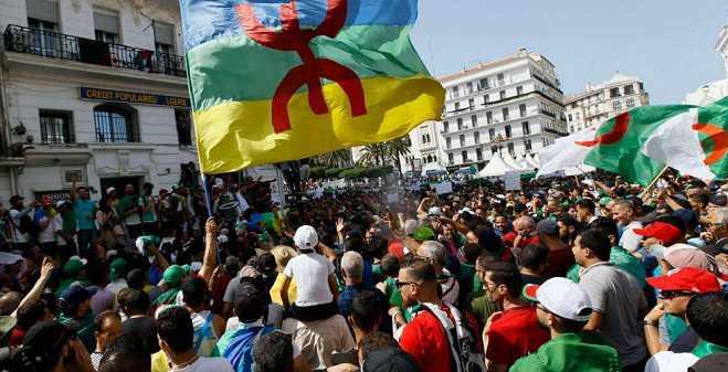 الجزائر.. تطويق العاصمة لمنع تنظيم مسيرة الحراك الشعبي، وخروج مظاهرات حاشدة بمنطقة القبائل