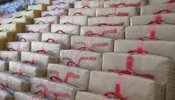 البحرية الملكية تحجز طنا من مخدر الشيرا في عرض ساحل القصر الصغير (مصدر عسكري)