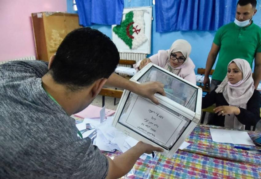 الجزائر تنتظر نتائج انتخابات تشريعية قاطعها الناخبون