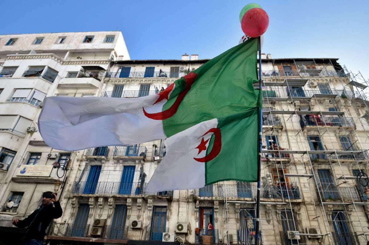 وقف نهائي لتلفزيون جزائري وتعليق بث آخر
