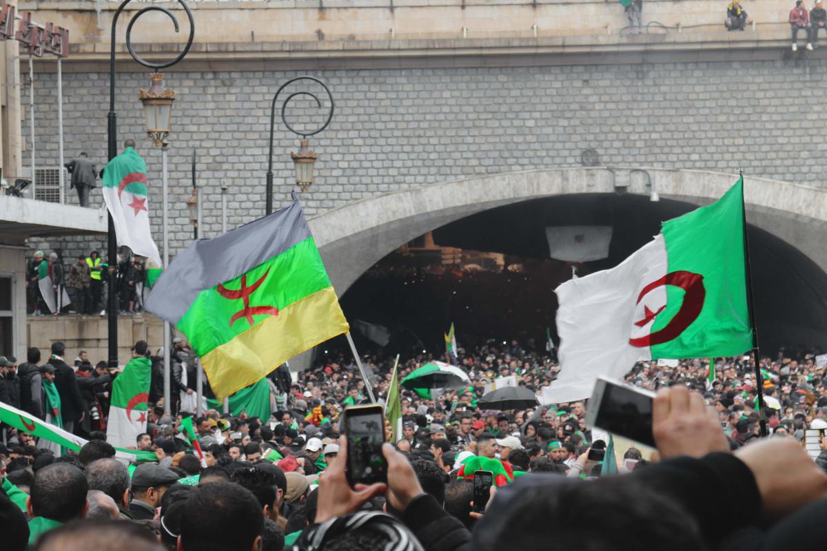 """لوماتان دالجيري : انتخابات محلية جزائرية في نونبر """" من السلطة و إليها"""""""