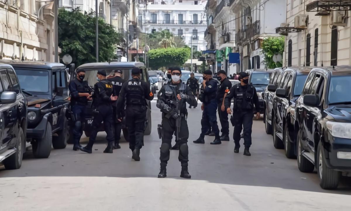 """حكم بحبس جزائري ثمانية أشهر لدعوته إلى """"إزالة منطقة القبائل من خريطة الجزائر"""""""