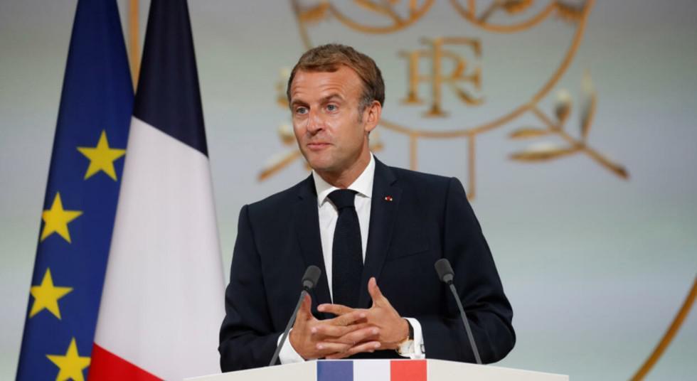 """إيمانويل ماكرون يطلب باسم فرنسا """"الصفح"""" من الحركيين الجزائريين"""