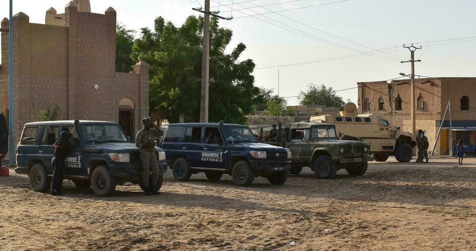غموض نوايا الحكام العسكريين في مالي يضع فرنسا وأوروبا في موقف صعب